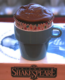 Double-Chocolate-cupcake