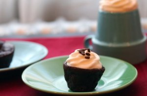 Mini-frosted-flourless-side